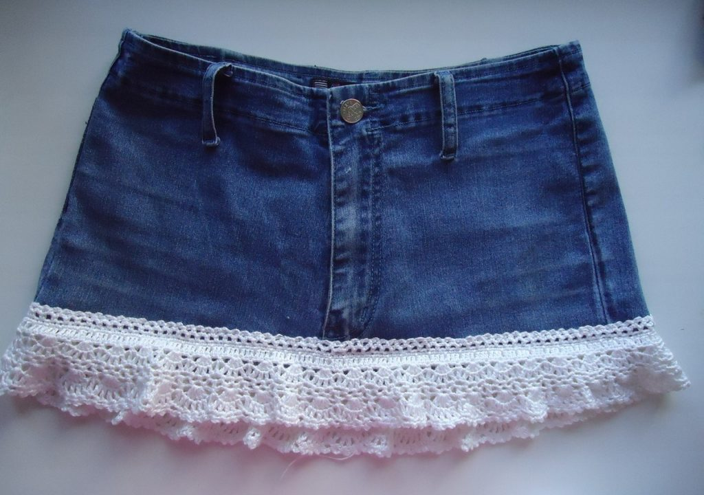 Convert your old pair of jeans into a chic skirt with lace